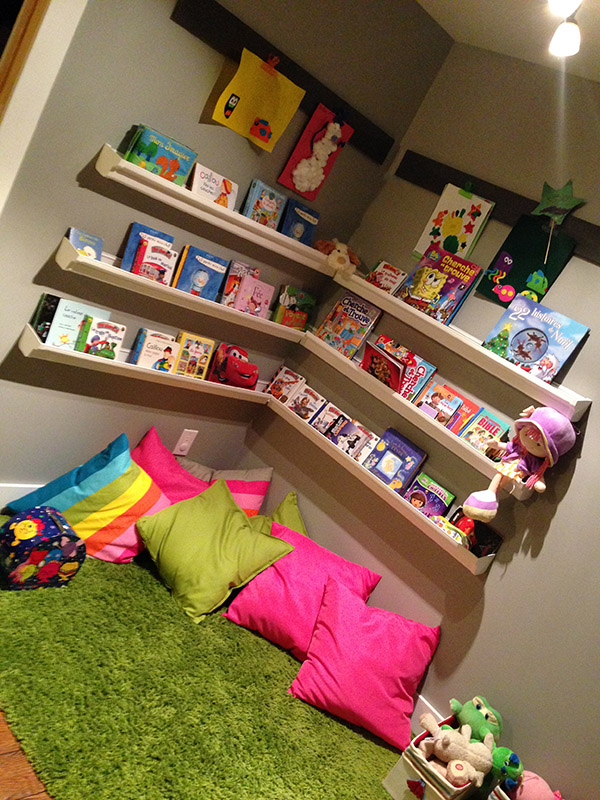 am nager un coin lecture pour enfant. Black Bedroom Furniture Sets. Home Design Ideas