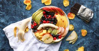 Assiettes de fruits frais