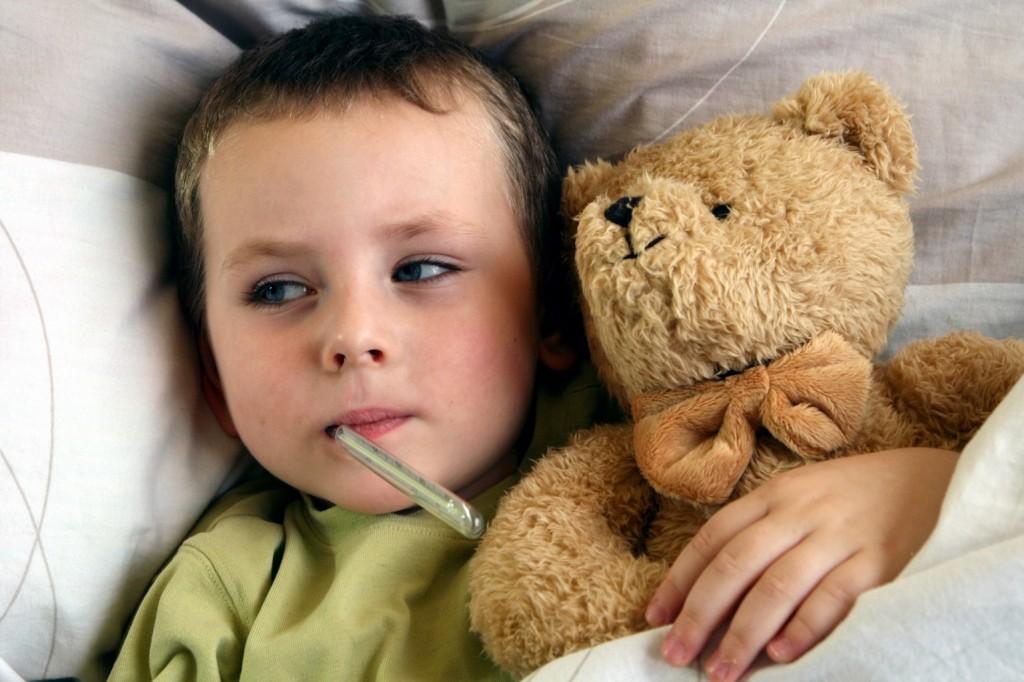 enfant fièvre thermomètre à la bouche