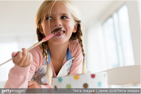 Cuisiner avec ses enfants : faire ses propres petits chocolats