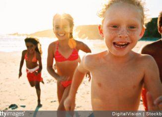 enfants-plage-vacances-activites-maman-jeux