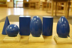 La méthode Montessori est axée sur le développement sensoriel
