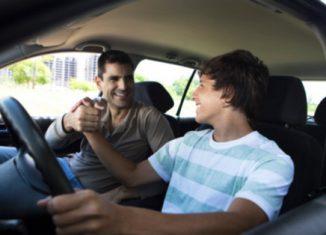 permis-conduire-jeune-enfant-parent-voiture-volant-reussir